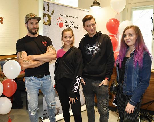 Genny přišla podpořit projekt Proti šikaně, jehož tváří je její muzikálový kolega Vašek Noid Bárta.