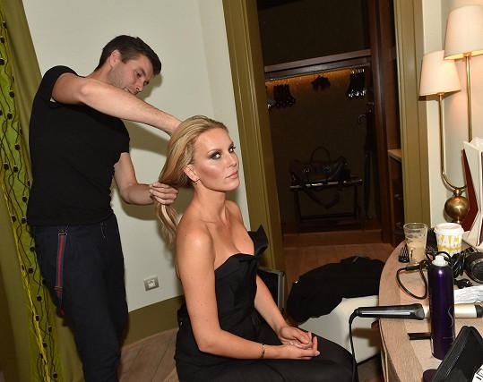 Úprava vlasů před focením