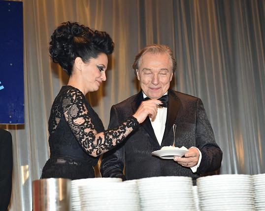 Lucie Bílá získala stejně jako Karel Gott dalšího Slavíka do sbírky.