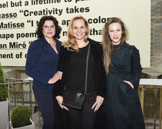 Ilona Csáková, Monika Absolonová a Petra Nesvačilová pokřtily knihu Rekviem za Pluto.