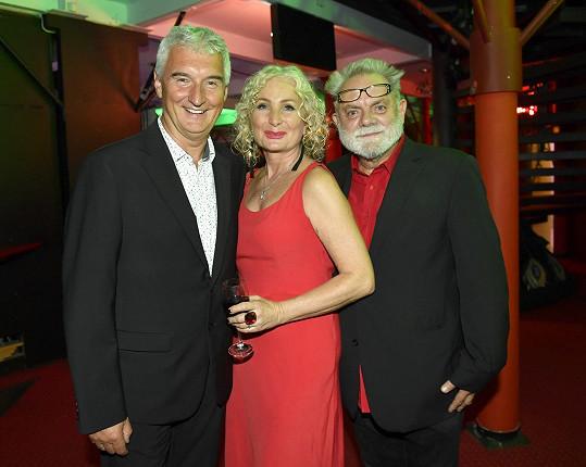 Světlaně tleskal i bývalý manžel a otec Josefíny Michal Nesvadba (vlevo) a Václav Upír Krejčí. Kdysi s nimi tvořila populární projekt Mim Trio.