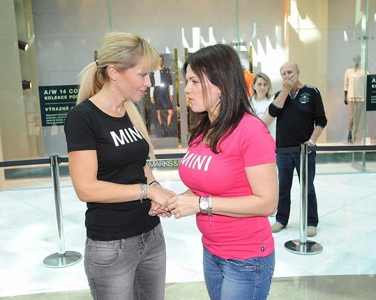Marta Jandová s kamarádkou Kateřinou Herčíkovou