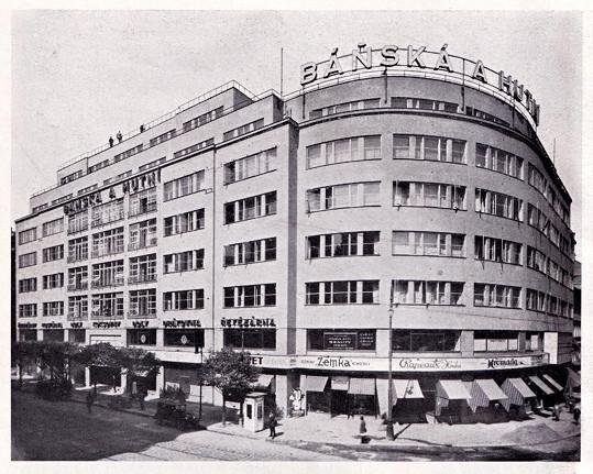 Palác Báňské a hutní společnosti z roku 1930, kde sídlilo Divadlo Vlasty Buriana, nyní Komedie.