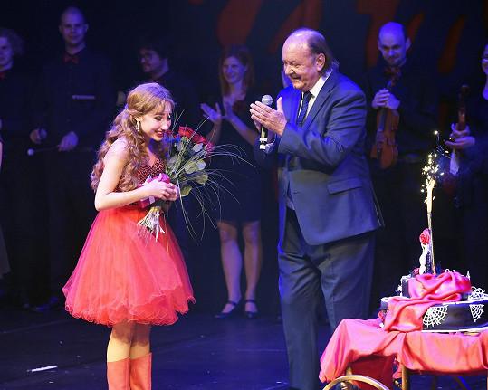 Natálii Grossové gratulovali herci i producent Plesu upírů František Janeček přímo na pódiu.
