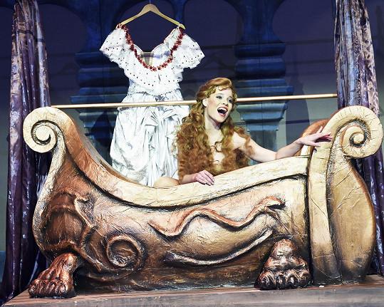Michaela Gemrotová při scéně ve vaně