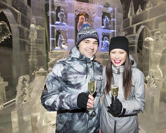 V kostele z ledu odříkali svatební sliby.