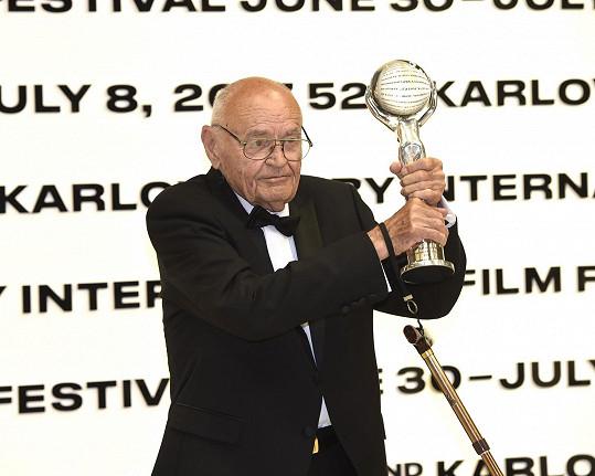 Václav Vorlíček převzal v roce 2017 v Karlových Varech Cenu prezidenta MFF KV za přínos české kinematografii.