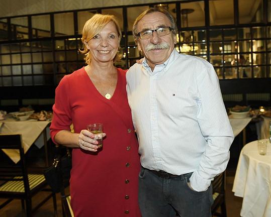 S moderátorkou a novinářkou Hankou Kousalovou jsou manželé od roku 2017.