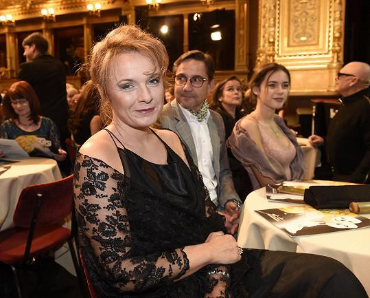Bára s rodinou v hledišti Národního divadla