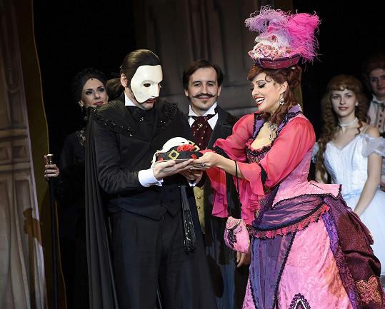 Marianovi přáli k narozeninám kolegové přímo na pódiu.