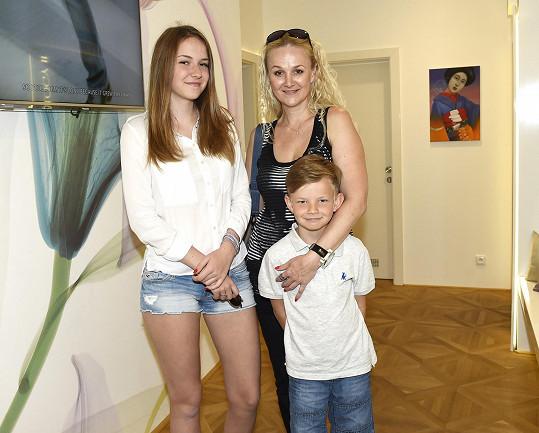 Linda Finková s dcerou Viktorií a synem Matyášem