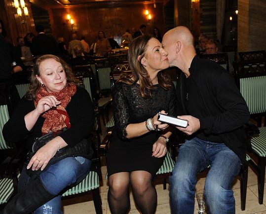 Ondřej Soukup a Gábina Osvaldová s Andreou Coddington