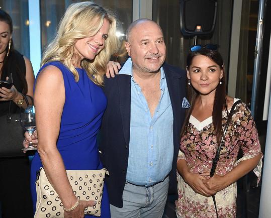 Zpěvačka s Michalem Davidem a Magdou Malou