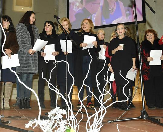 Advent pro paní Havlovou začal na tradičním Mikulášském charitativním bazaru, který každoročně organizují ve VIZI 97.