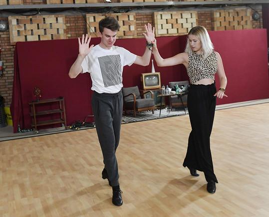Pár základů z tanečních prý Kovy má.