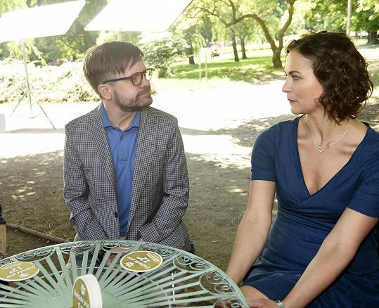Je sice ženatý, přesto mezi ním a psycholožkou Lindou přeskočí osudová jiskra.
