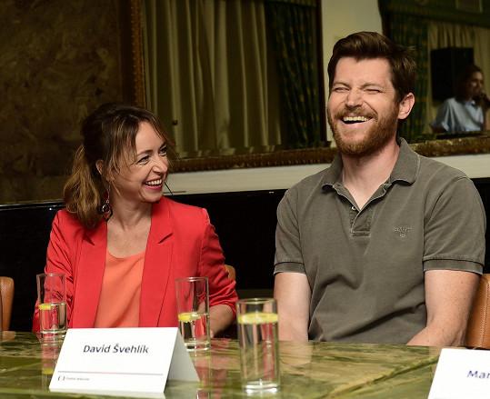 Tatiana Vilhelmová a David Švehlík si hrají v seriálu Já, Mattoni ústřední manželský pár.
