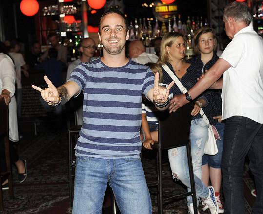 Petr na večírku muzikálu Alenka v kraji zázraků