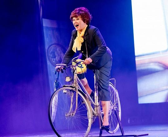 Během zkoušek najezdí na kole až 20 kilometrů.
