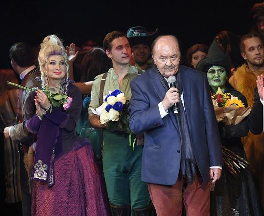 Janeček při závěrečném proslovu k divákům Čarodějky