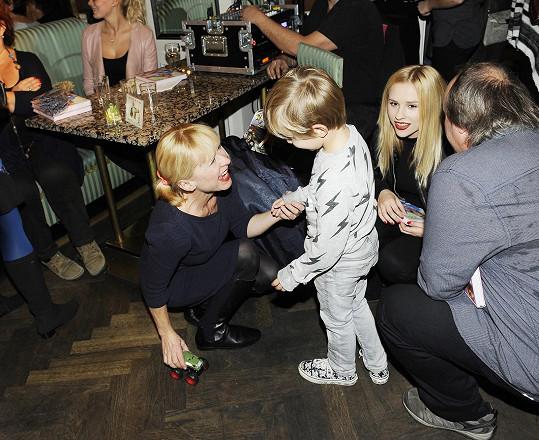 Věnovala se mu Dana Batulková s dcerou Marianou.