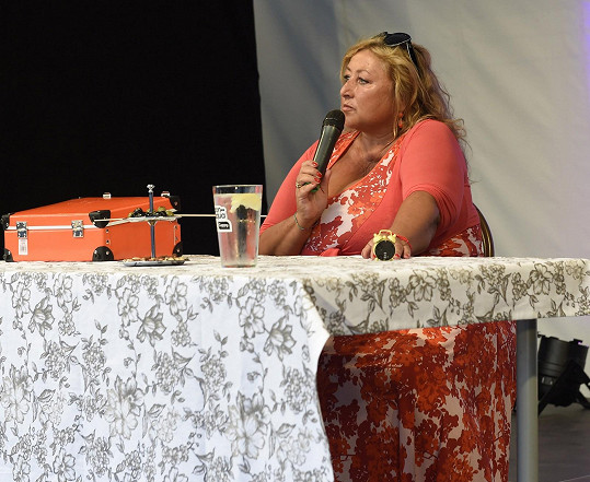 Halina se o své poznatky dělila na besedě na letní scéně na Harfě.