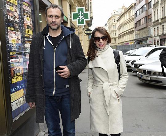 V představení si zahrají i Igor Chmela a Tatiana Vilhelmová.