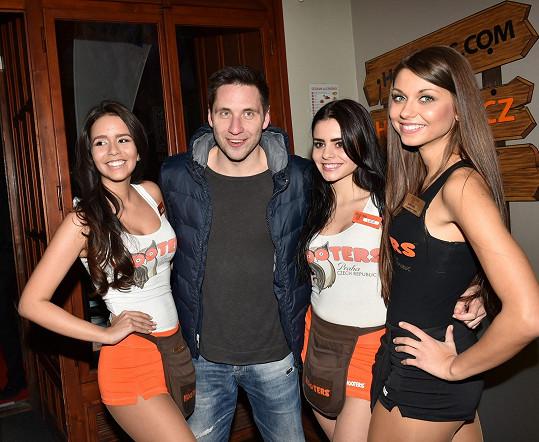 Martin Písařík si na narozeninovém večírku pořadu Limuzína užíval přízně žen.