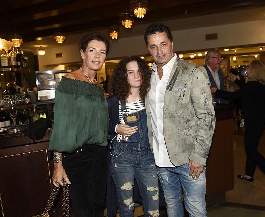 Rodinku vzal Dejdar na premiéru filmu Kluci z hor.