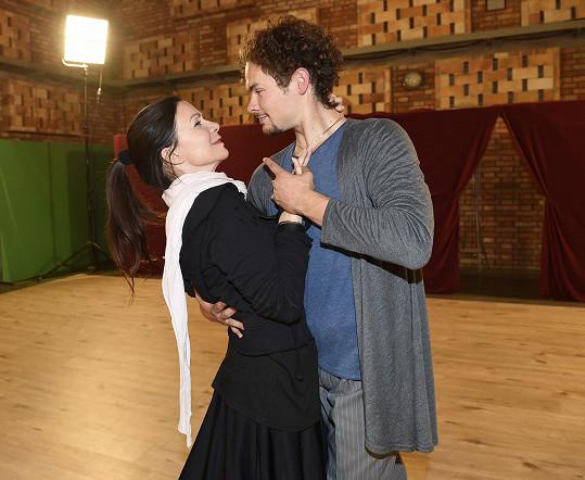 Anna K věří, že se Markovi povede udělat z ní tanečnici.