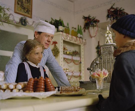 Sandra Nováková a Oldřich Vízner v seriálu Bylo nás pět. Sandra se herectví věnuje dodnes.