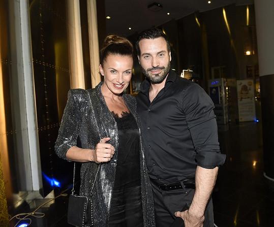 Jejím pravidelným hereckým partnerem je Vašek Noid Bárta.