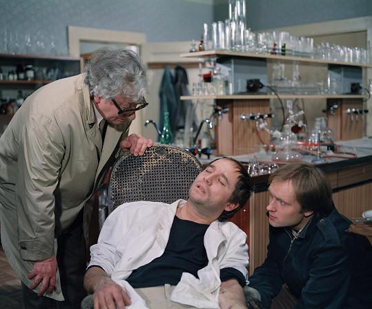 Vlastimil Hašek, Viktor Preiss, Michal Pešek (zleva) v seriálu Malý pitaval z velkého města, kde hrál kriminalistu Rudu Pekaře.
