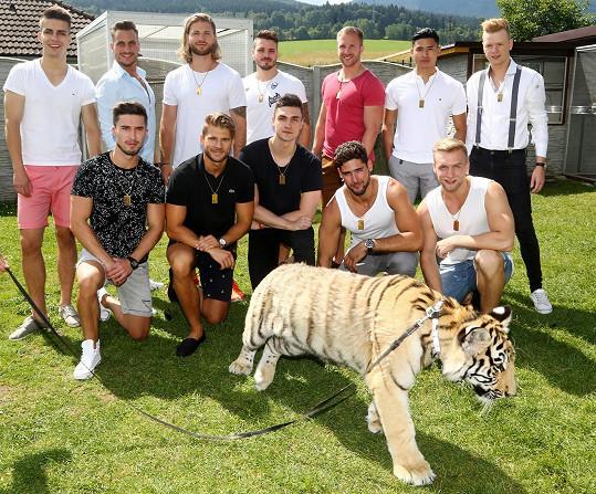 Adepti na Muže roku 2018 pózovali s tygrem.