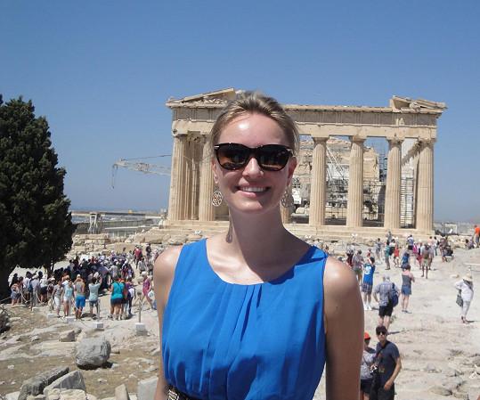Parthenon v pozadí