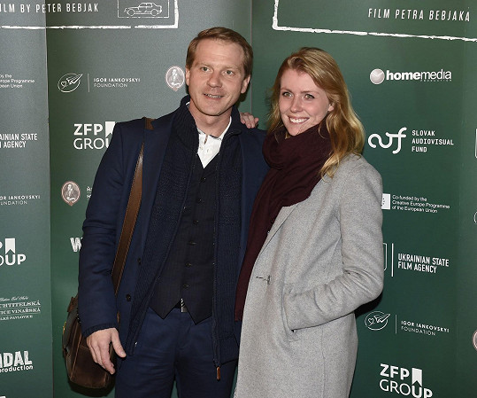 Pavel Batěk vyrazil s manželkou na premiéru filmu Čára.