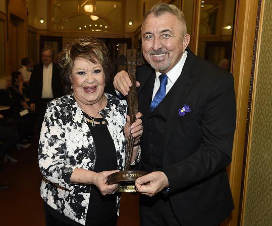 Jiřina Bohdalová s prezidentem festivalu Fero Feničem