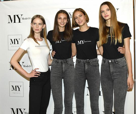 Tyto mladičké dívky bodovaly na My Model Contest. Zleva vítězka Polska Natalia Borszuk, vítězka Anna Bicanová, držitelka titulu Maybelline beauty Zuzana Kusá a Nicol Kosinová, která dostala speciální cenu poroty