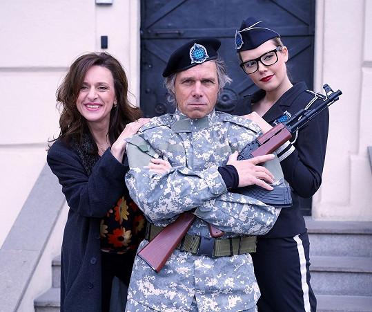 Janek Ledecký ve vojenském kostýmu budil respekt.