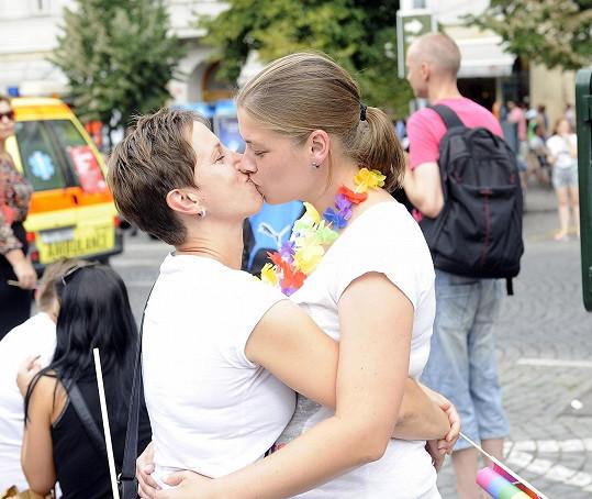 Nechyběly ani jiné ženy vyznávající lásku ke stejnému pohlaví.