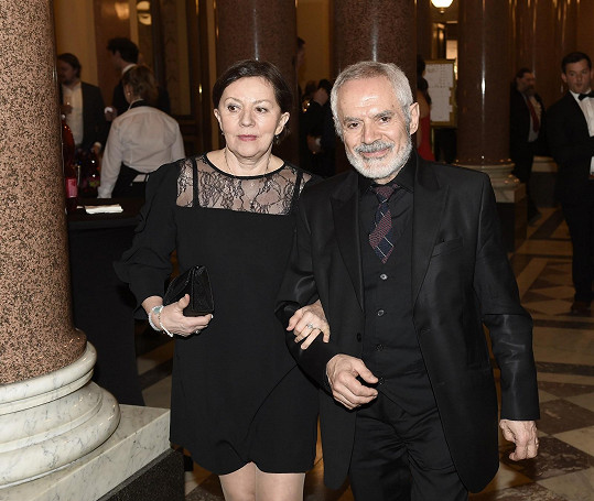 Lenka Termerová s manželem Morisem Issou, režisérem, tvoří desetiletí stabilní pár.