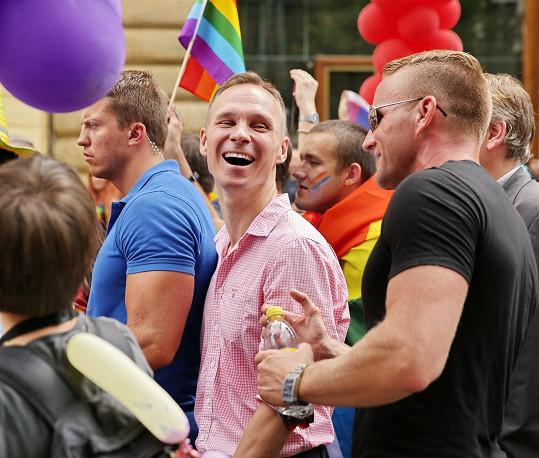 Přítel Karla Voříška Vladimír Řepka (vlevo) si nenechal ujít pochod Prague Pride.