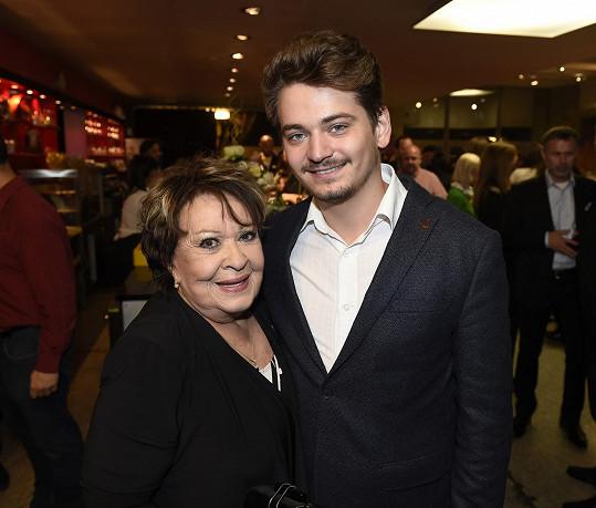 Jiřina Bohdalová s vnukem Vojtěchem Stašem