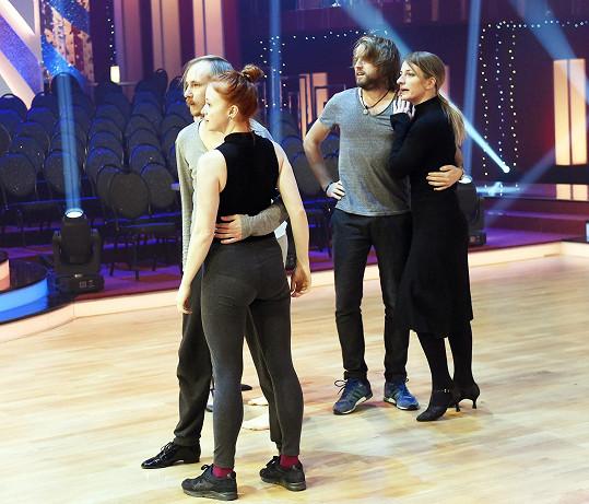 V sále se sešly dva vítězné páry, které dala StarDance dohromady. Kromě Anny a Michala ještě Marie Doležalová s Markem Zelinkou.