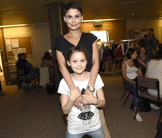 Modelka s Viktorkou, jejímž otcem je hokejista Zdeněk Bahenský.