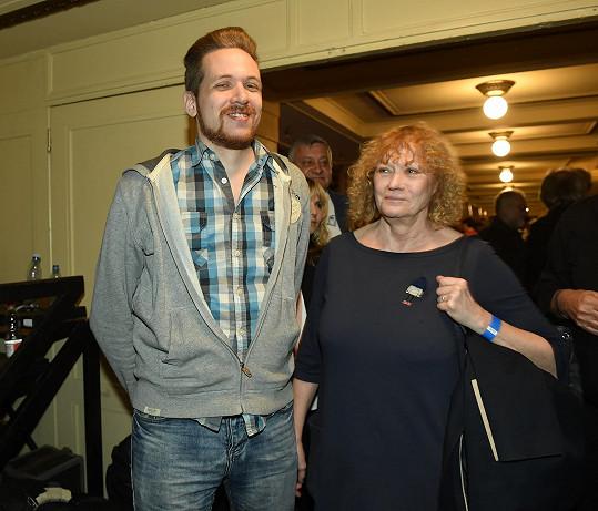 Takhle dnes vypadá syn Karla Zicha. Do Lucerny přišel i se svou maminkou Natašou.