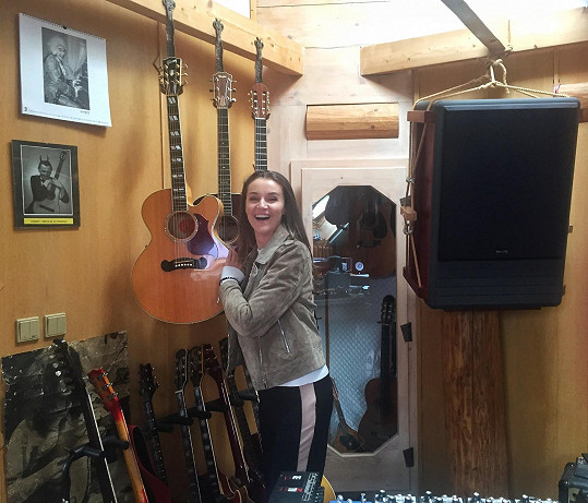 Ivu nadchly Michalovy kytary.