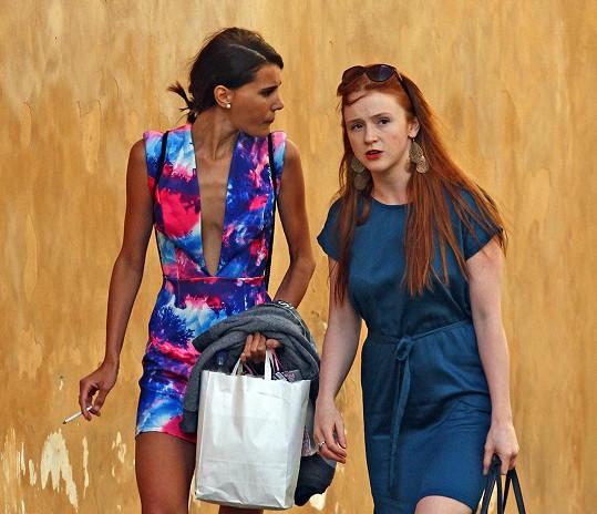 Monika Timková(vlevo) toho v dekoltu moc neukázala...