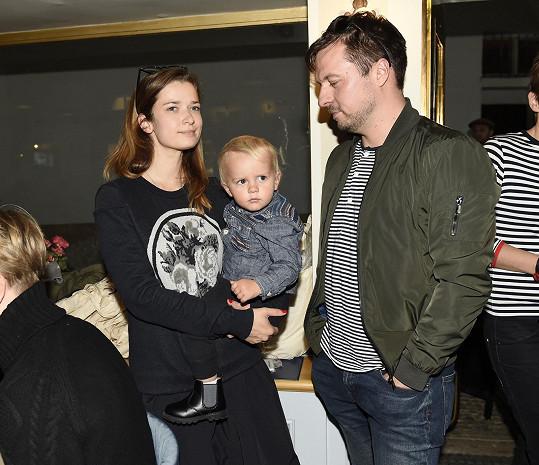 Marika Šoposká s manželem Petrem Čechákem a synem Benediktem