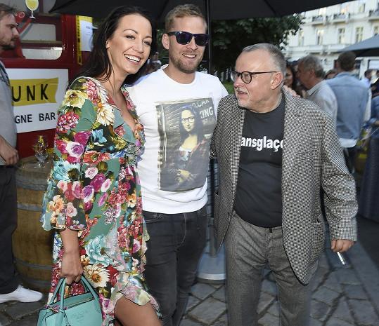 S manželem se zastavili za kamarádem Petrem Pečeným.